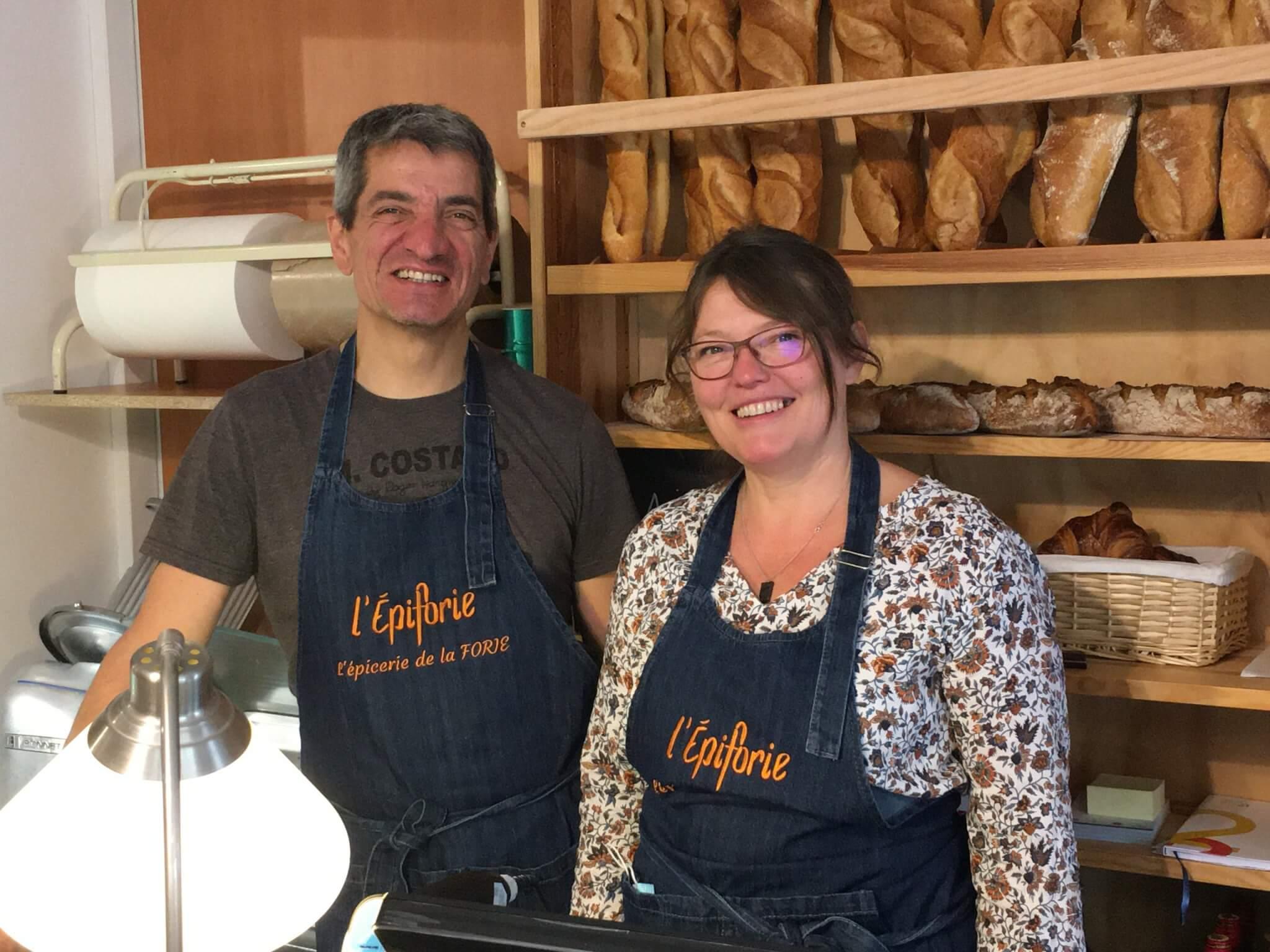 Les tenanciers de l'Epiforie, l'épicerie locale de La Forie